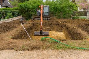 Копать под фундамент — стоит ли арендовать экскаватор?
